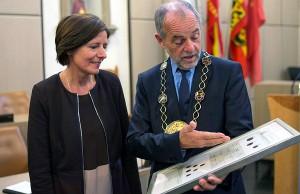 Ministerpräsidentin und Oberbürgermeister, Ehefrau und Ehemann, Malu Dreyer und Klaus Jensen im Stadtratssitzungssaal.