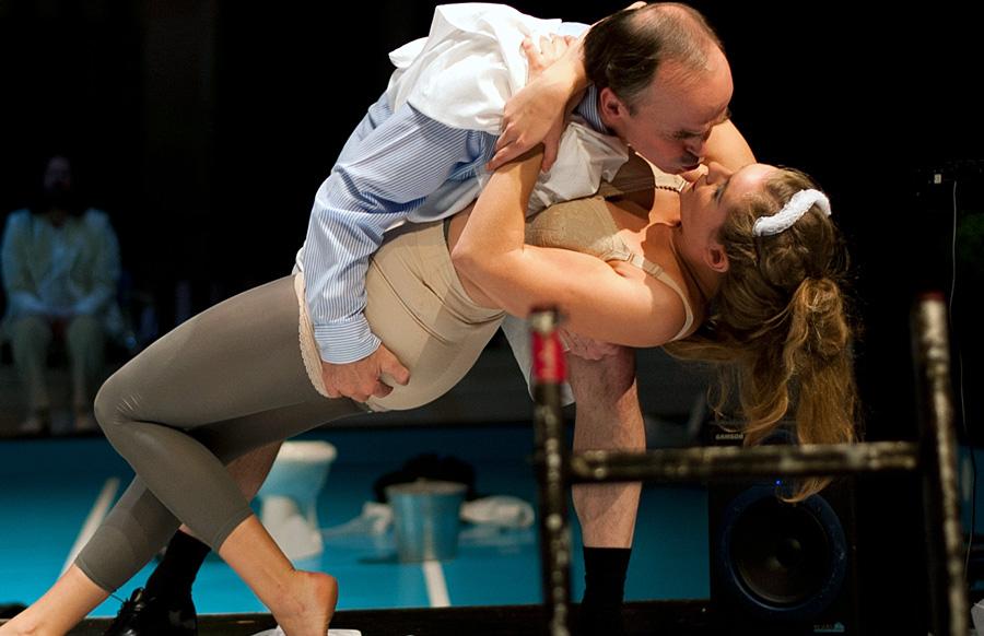 """Schauspielerisches Highlight: """"Biedermann und die Brandstifter"""" - Klaus-Michael Nix und Alina Wolff. Foto: Theater Trier"""