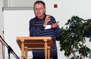 Armutsforscher Prof. Dr. Butterwegge macht in seinem Vortrag auf Versäumnisse in der deutschen Sozial- und Rentenpolitik aufmerksam.