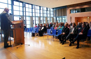 Kommunikationsdirektor Dr. André Uzulis begrüßte die Teilnehmer des Medientags.