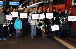 Die Grünen haben am Samstag am Hauptbahnhof unter Protest vom Fernverkehr Abschied genommen. Foto: Grüne Trier