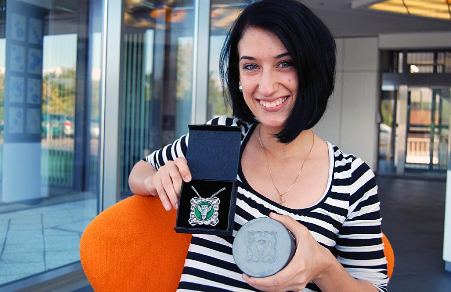 Die beste Graveurin im Land Rheinland-Pfalz, Sina Wenner, konnte die Jury mit ihrem Prägewerkzeug für Ketten überzeugen.