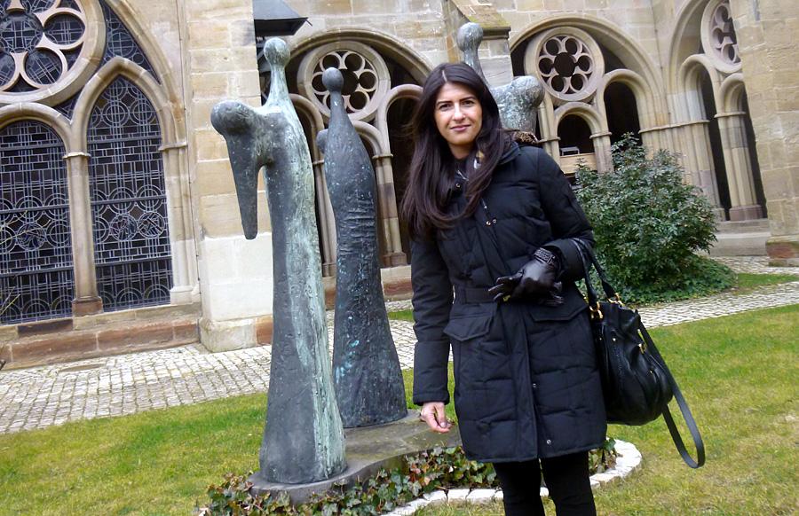 Zum Besuch in Trier gehörte für Serap Güler auch ein Abstecher in den Kreuzgang des Trierer Doms.