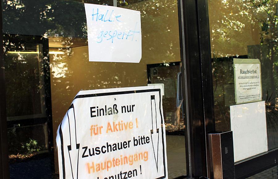 Die Halle des Schulzentrums am Mäusheckerweg bleibt auf unbestimmte Zeit geschlossen.