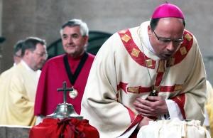 Bischof Ackermann weiht in Chrisammesse die Heiligen Öle. Foto: Bistum Trier