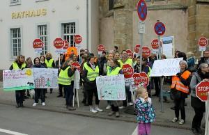 Im vergangenen März demonstrierten die Mariahofer gegen das mögliche Baugebiet am Brubacher Hof.