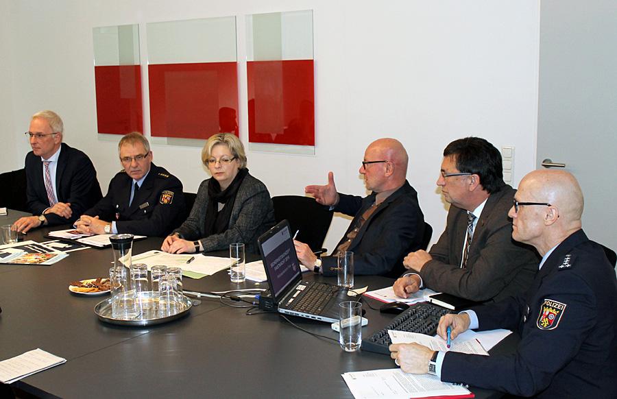 Vorstellung des überarbeiteten Konzepts am Dienstag im Trierer Polizeipräsidium - mit Präsident Lothar Schömann, OB Wolfram Leibe und Stephanie Nicklas vom Landkreis.