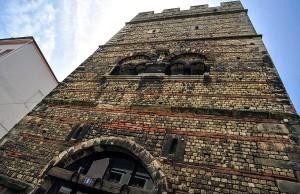 Im Frankenturm steigt der zweite Nachtflohmarkt.