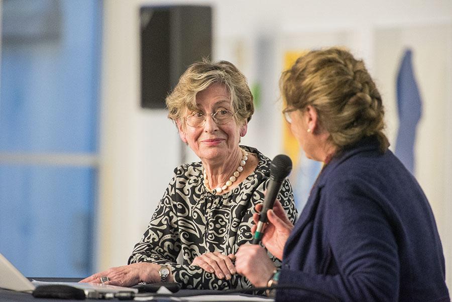 Barbara Mikuda-Hüttel (rechts) interviewt Waltraud Jammers. Fotos: Rolf Lorig