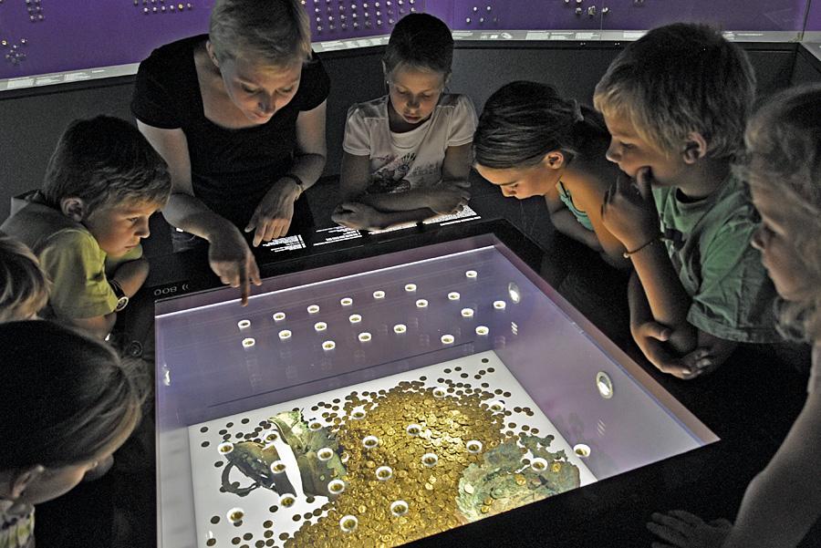 Der Trierer Goldschatz im Landesmuseum. Foto: Thomas Zühmer
