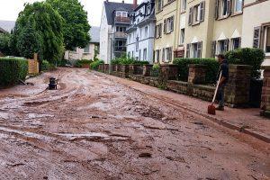 In Trier-West griffen die Bewohner selbst zur Schaufel.