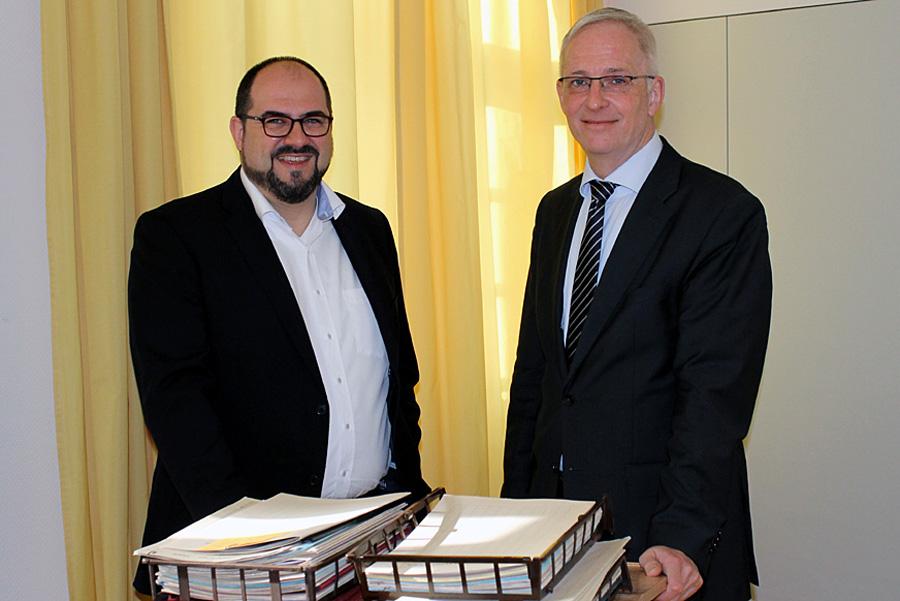 Das war die sozialdemokratische Welt im Rathaus noch in Ordnung: Egger und Leibe am 1. April 2015 bei Leibes Amtsantritt im Büro des neuen Oberbürgermeisters.