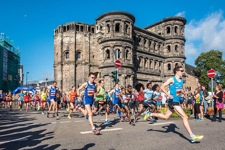 Der Start des 10-km-Laufes. Alle Fotos: Rolf Lorig
