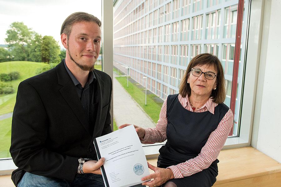 Michael Winter und seine Lehrbeauftragte Elisabeth Tressel. Foto: Rolf Lorig