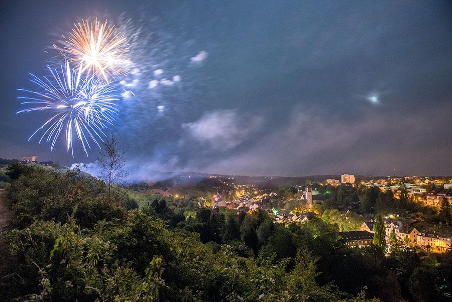 Ein Höhepunkt des Olewiger Weinfestes: Das Brillantfeuerwerk. Foto: Rolf Lorig
