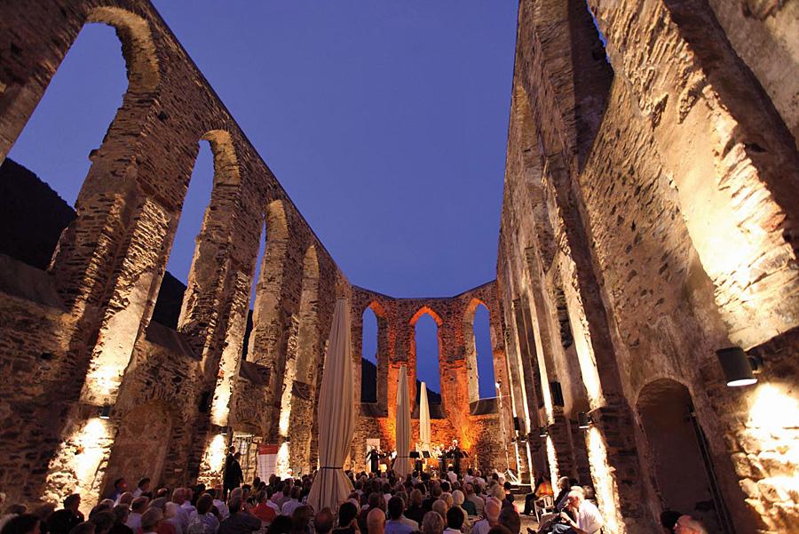 Das Mosel Musikfestival startet am 15. Juli in der Klosterruine Stuben in Bremm. Foto: Artur Feller
