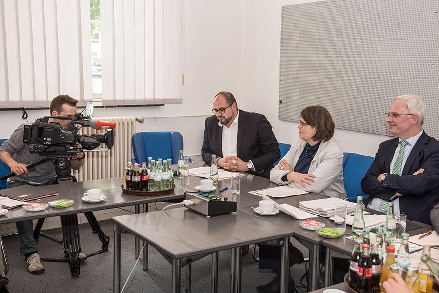 Viel Arbeit und viel Redebedarf am Donnerstagabend vor allem für OB Leibe und Dezernent Egger (links) im Steuerungsausschuss. Foto: Rolf Lorig