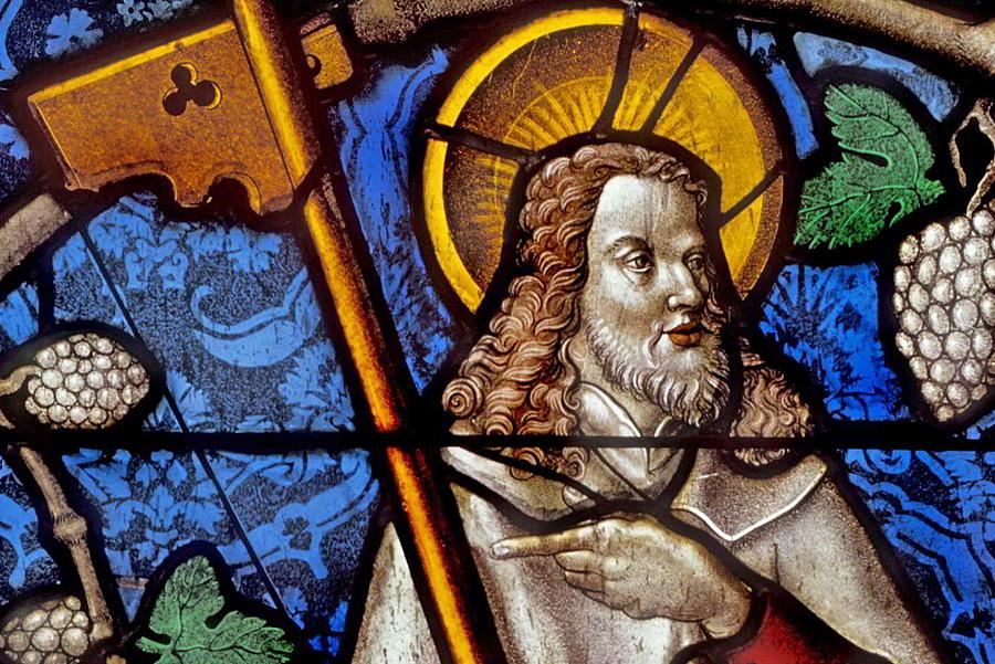Glasmalerei aus dem Trierer Dom mit dem hl. Jakobus d. Jüngeren, Rheinisches Landesmuseum Trier, GDKE RLP, Foto: Th. Zühmer