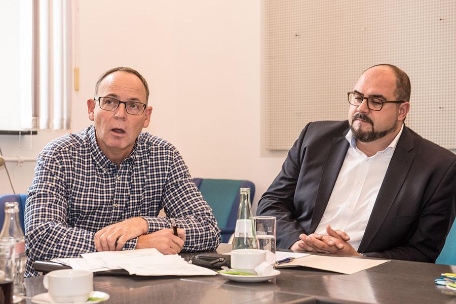 Herbert Müller schließt weitere Finanzlöcher nicht aus; Dezernent Thomas Egger will dennoch nicht zurücktreten. Foto: Rolf Lorig