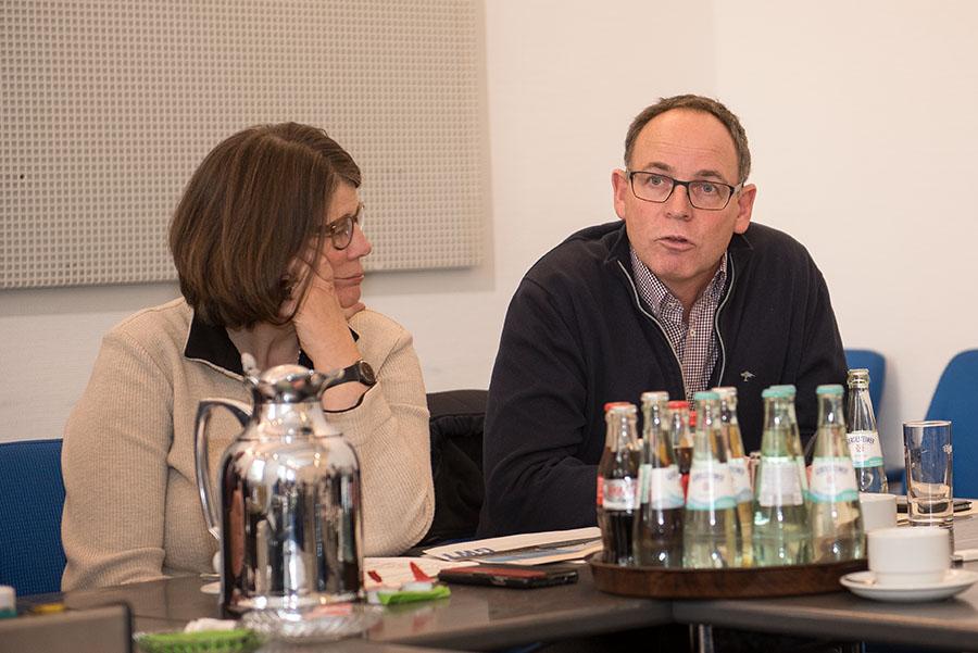 Ist sich sicher, dass die Vorgehensewise der Stadt strategisch richtig war: Herbert Müller, hier mit Bürgermeisterin Angelika Birk. Foto: Rolf Lorig