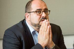Jetzt hilft auch kein Beten mehr: Thomas Egger muss mit seiner Abwahl rechnen. Foto: Rolf Lorig