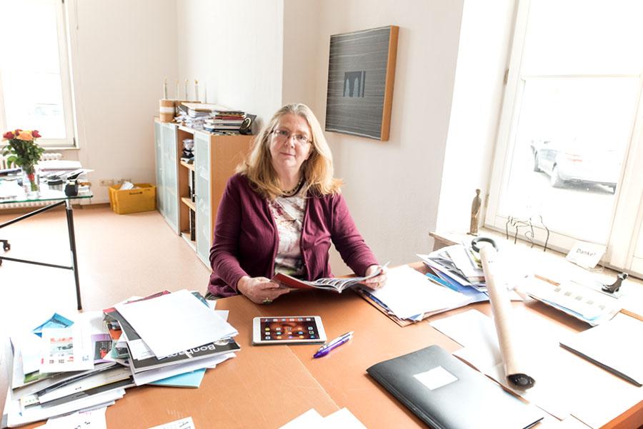 Kann über mangelnde Arbeit und Herausforderungen nicht klagen: Dr. Gabriele Lohberg, Leiterin der Europäischen Kunstakademie. Fotos: Rolf Lorig