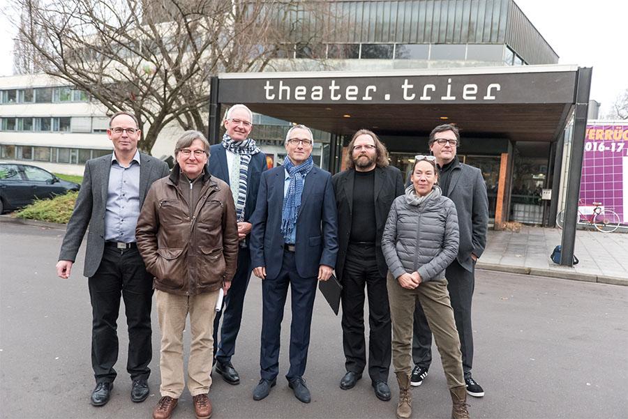 Das neue Leitungsteam und OB Leibe wollen das Theater zurück in ruhiges Fahrwasser führen. Alle Fotos: Rolf Lorig
