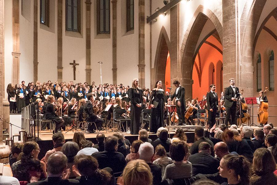 Gut 900 Konzretbesucher kamen zu der Aufführung von Verdis Requiem nach St. Maximin. Fotos: Rolf Lorig
