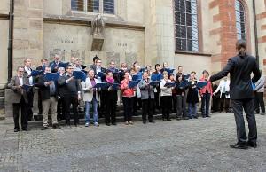 Der Friedrich-Spee-Chor umrahmte die Zeremonie im Hof des ehemaligen Jesuiten-Kollegs musikalisch.