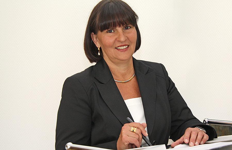 Simone Kaes-Tocrhiani muss noch bis zum Januar warten - dann erst entscheidet sich, ob sie eine zweite Amtszeit bekommt.