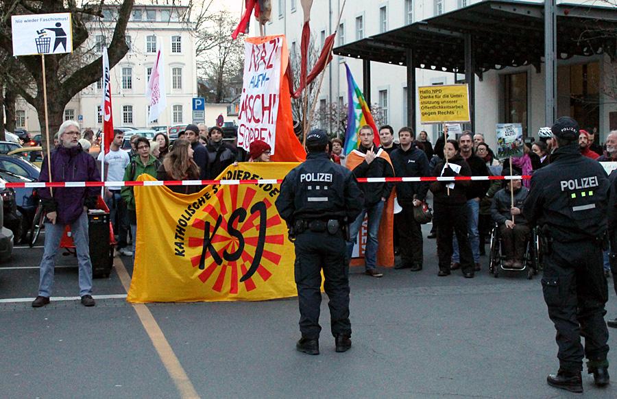 Trier zeigt Flagge gegen den neuen Extremismus.