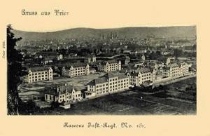 """Die Städtische Kaserne Trier wurde gegen Ende des 19. Jahrhunderts im Stadtteil Trier-West/Euren errichtet. Von den Trierer Bürgern wurde sie auch als """"161er"""" oder """"Gneisenaukaserne"""" bezeichnet. Sie befindet sich zwischen Gneisenaustraße und Trierweilerweg. Die Kaserne wurde in den 1930er Jahren aufgegeben und die Gebäude zur Linderung der Wohnungsnot weitergenutzt."""