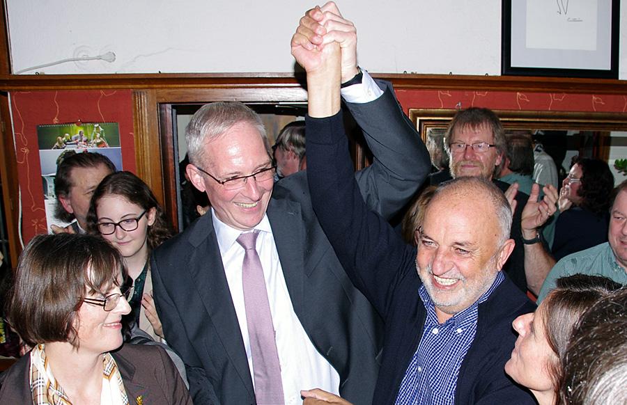 Mann des Jahres: Wolfram Leibe - hier zusammen mit Rainer Lehnart (rechts) -  holte für die Sozialdemokraten den Chefsessel im Rathaus.