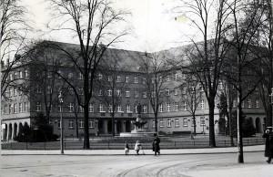 Heute Mehrgenerationenhaus, früher Sitz der Gestaop - das ehemalige Gebäude der Reichsbahndirektion in der Christophstraße. Foto: Stadtarchiv