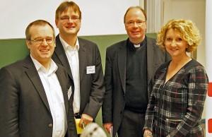 Auf dem Studientag: Prof. Hans Joachim Sander, Christian Otterbach, Bischof Dr. Stephan Ackermann und Prof. Manuela Kalsky (v.l.n.r.).