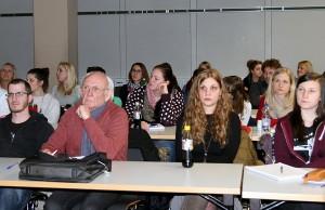 """Der offene Workshop """"Brennpunkte der Kommunalpolitik"""" auf der Trierer Uni war gut besucht. Foto: Gabi Böhm"""