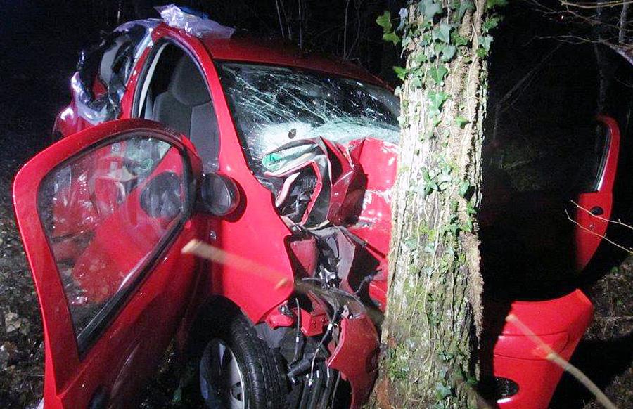 Der Kleinwagen wurde bei dem Unfall zwischen Igel und Fusenich völlig zerstört. Foto: Polizei Trier