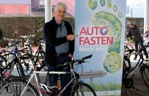 """Bernhard Hügle unterstützt """"Autofasten"""". Foto: Bistum Trier"""