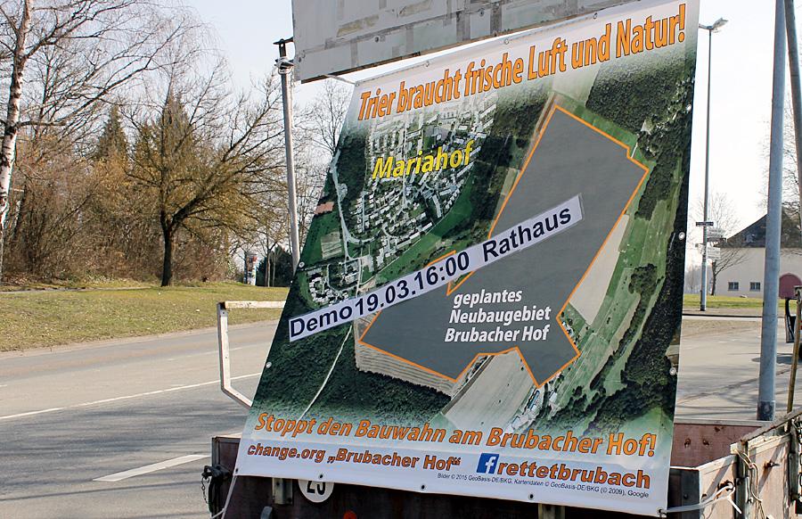 """Die Bürgerinitiative """"Stoppt den Bauwahn am Brubacher Hof"""" hat für Donnerstag zur Demo vor dem Ratssaal aufgerufen."""