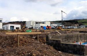 Insgesamt 2.1 Millionen Euro investiert die Stadt in das Gewerbegebiet bei Irsch.