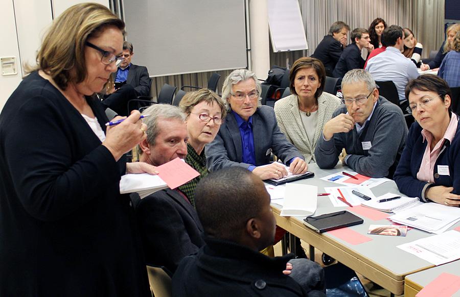 """""""Arbeit und Flüchtlinge"""" - die Sozialdemokraten regten am Montagabend auch die Änderung der aktuellen Rechtslage an."""