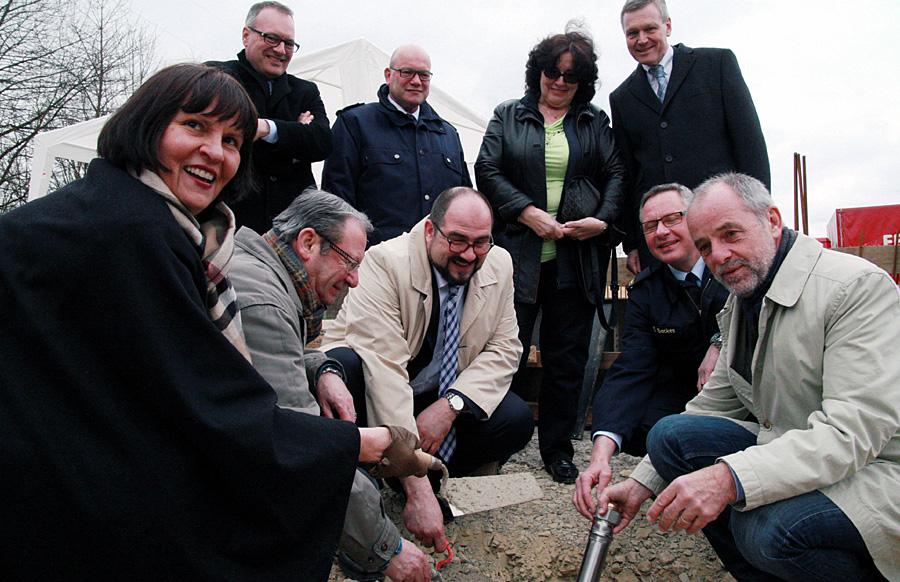 Strahlende Gesichter am Mittwoch bei der Grundsteinlegung für das neue BKZ in Ehrang. Foto: Gabi Böhm