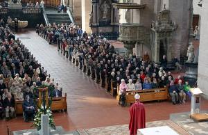 Bischof Dr. Stephan Ackermann bei der Eröffnung der Heilig-Rock-Tage am Freitag im Dom. Foto: Bistum Trier