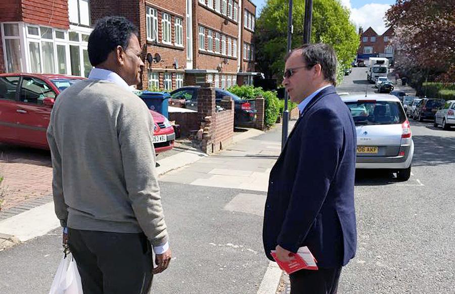 Direkter Kontakt: Wahlkampf auf der Straße in London.