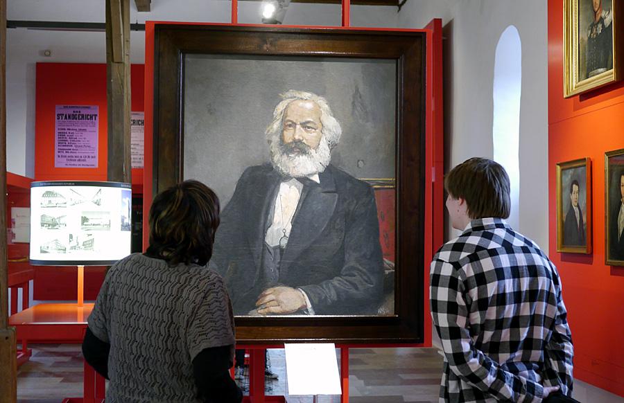 Das Marx-Porträt des berühmten DDR-Malers Willi Sitte ist ab sofort im Museum Simeonstift zu sehen. Foto: VG Bild-Kunst