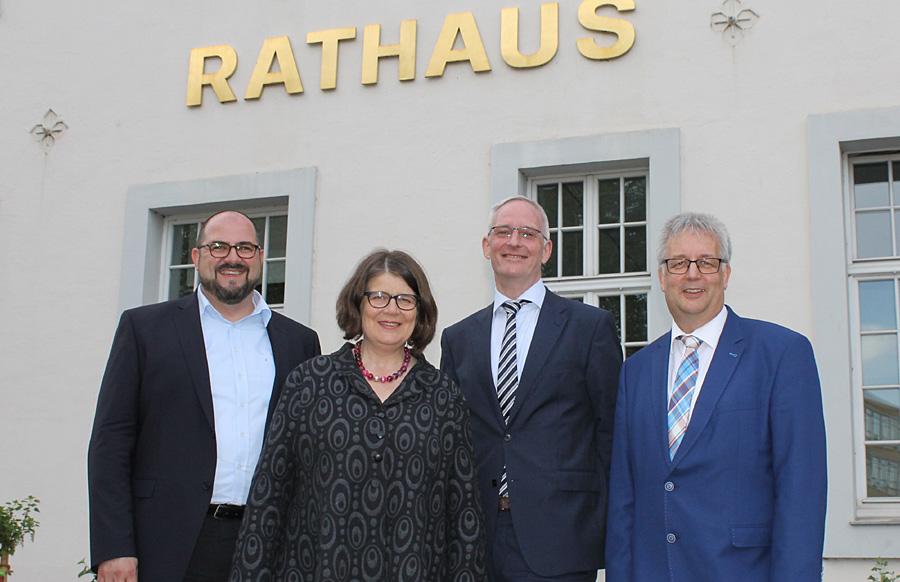 Gruppenbild mit Harmonie und Dame: Thomas Egger, Angelika Birk, Wolfram Leibe und Andreas Ludwig (v.l.).