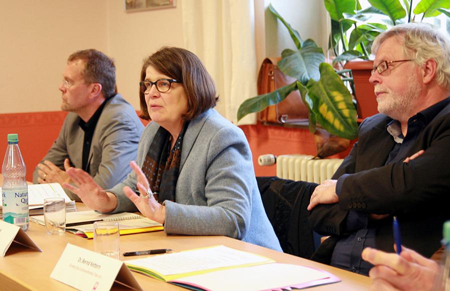 Bürgermeisterin Angelika Birk zeigte sich optimistisch. Sie informierte zusammen mit Caritas-Direktor Dr. Bernd Kettern (rechts) über den Sachstand. Foto: Gabi Böhm