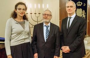 Ob Wolfram Leibe, Jeanna Bakal und Kantor Daniel Werthenschlag. Foto: Rolf Lorig