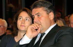 Der wiedergewählte Chef und seine neue Generalin: Sigmar Gabriel mit Katarina Barley.