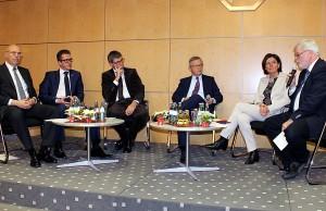 Auf dem Podium: Wilhelmi. Streit, Glockauer, Bitter, Dreyer und Kettern (v.l.n.r.).